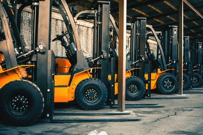 5 Questions to Ask Before Hiring a Forklift